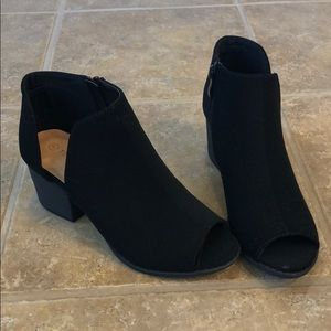 NEVER WORN TOP Moda Ankle Booties Boots